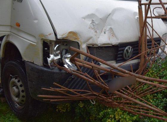 Opitý muž v Hornom Vadičove narazil do protiidúceho vozidla a následne do plynovej skrinky
