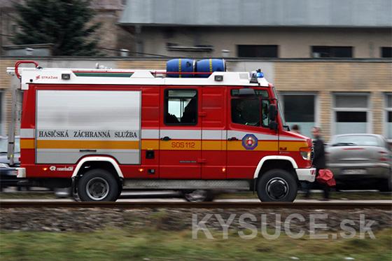 Požiar rekreačnej chaty v Klokočove zlikvidovali hasiči po 4,5 hodine