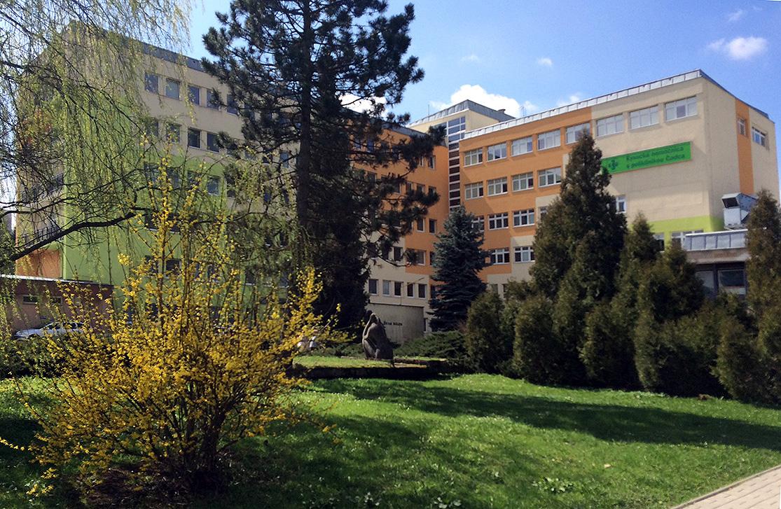 COVID-19: počet úmrtí v čadčianskej nemocnici opäť stúpol, zomrela 89-ročná žena