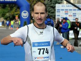 Peter Tichý a Michal Kavacký s medailami na Medzinárodnom maratóne Mieru v Košiciach