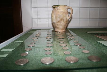 Poklad 1658 strieborných mincí z Horelice