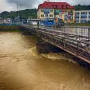 Video: Na rieke Kysuca vyhlásili 3. povodňový stupeň, polícia hlási prvú obeť