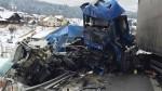 Video: Zrážka dvoch kamiónov a osobného vozidla si vyžiadala ľudský život