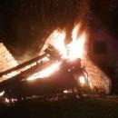 Chatu na Olešnej zachvátil požiar, hospodárska budova zhorela do tla