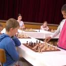 Medzinárodná šachová simultánka s mladými šachovými hviezdami proti 16 mladým súperom
