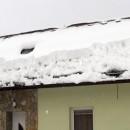 Prvá obeť snehovej kalamity je dôchodca zo Zákopčia, zavalil ho sneh zo strechy