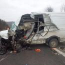 Čelná zrážka dodávky a kamiónu si vyžiadala jedného ťažko zraneného