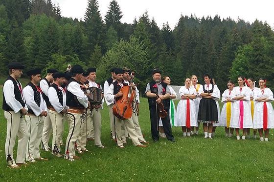 Váľanie mája v Skanzene Nová Bystrica  Vychylovka